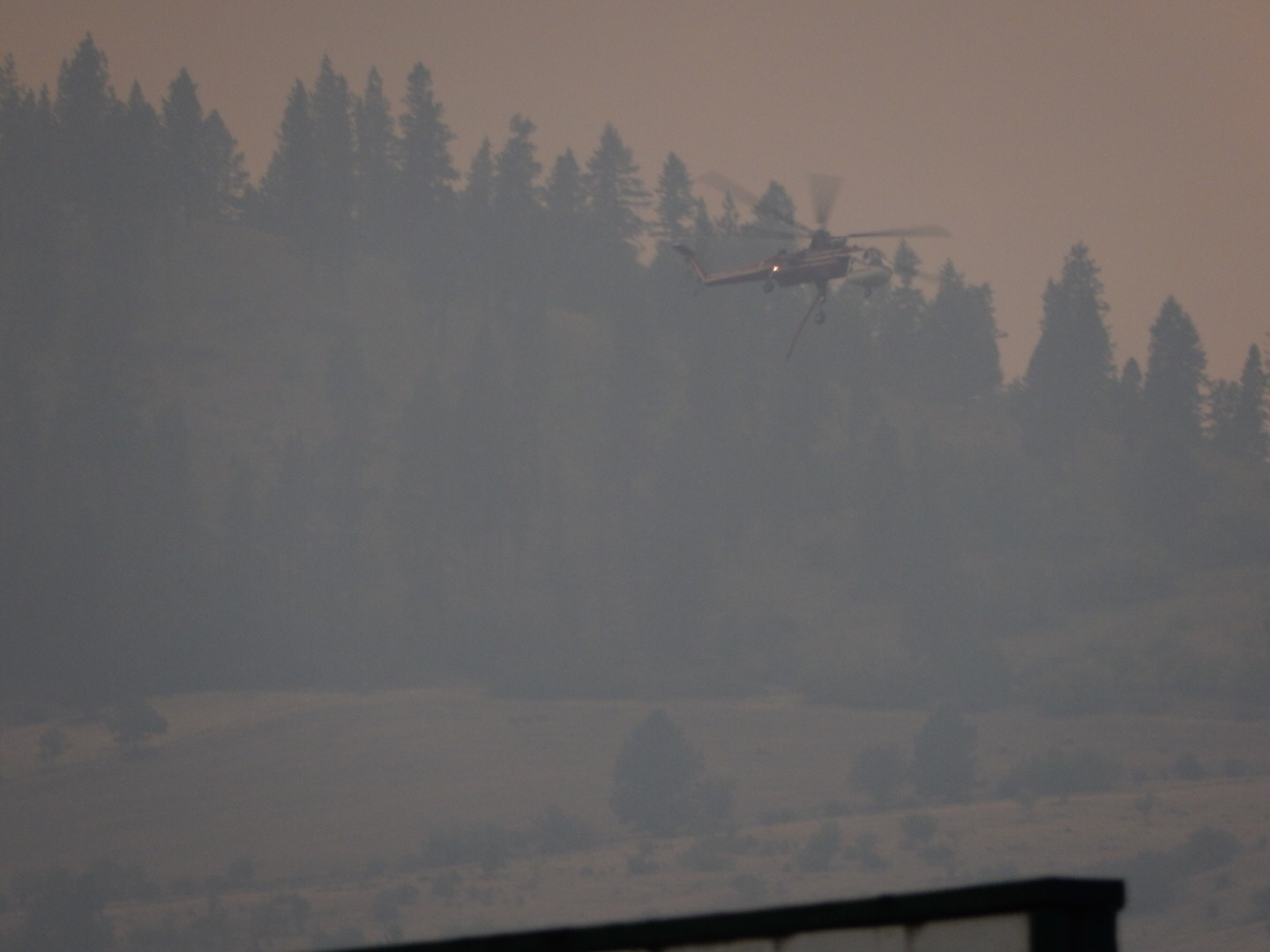 A sky cran helicopter fights the Kamiah wildfire.