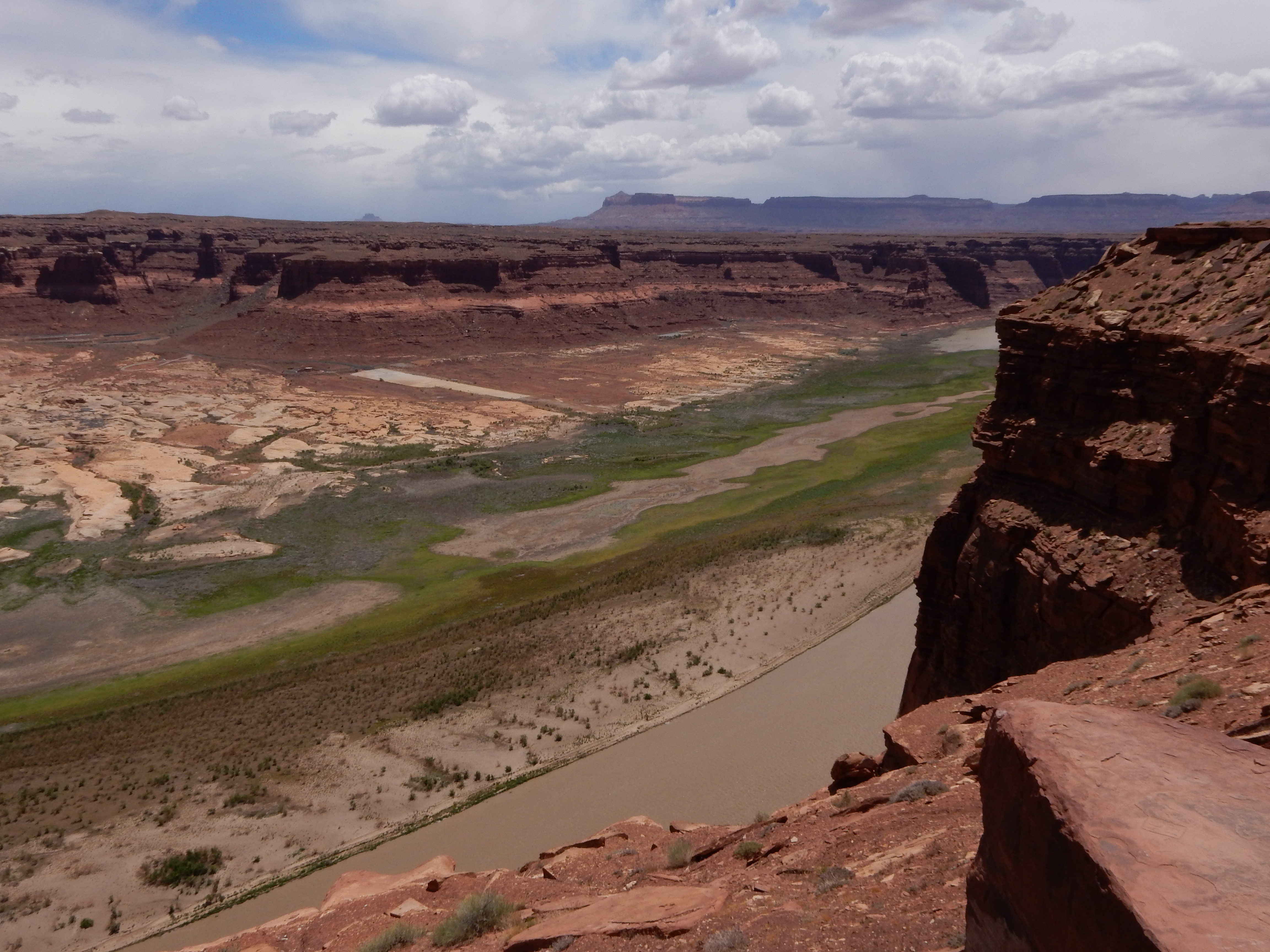 Looking south from the Hite Overlook at Glen Canyon. Note the concrete boat launch pad that is still far, far away from the actual water.