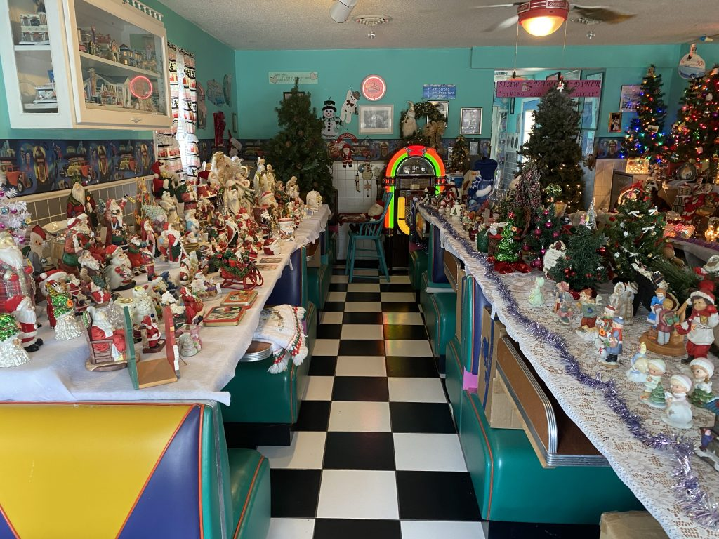 Slaw Dogs diner and gift shop... mostly gift shop... with Xmas trinkets ready for sale. Note the display tables installed over the diner booths.